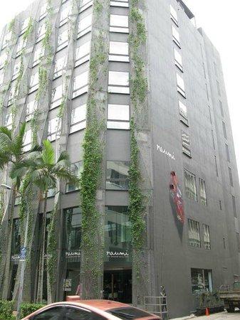 Naumi Hotel: Outside Hotel