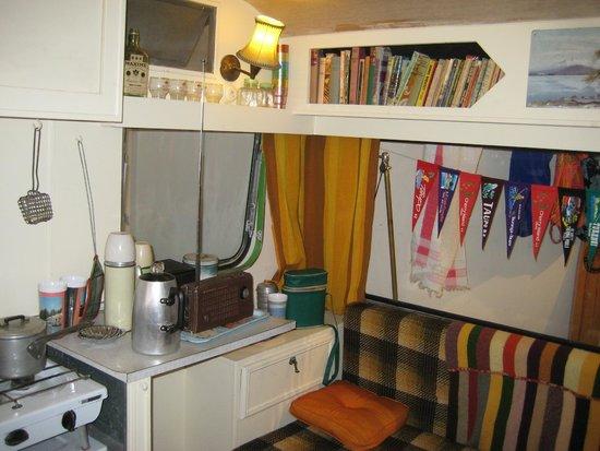 Taupo Museum: Inside Kiwi Caravan