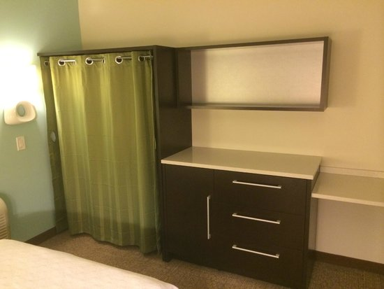 Home2 Suites by Hilton Philadelphia - Convention Center, PA : Lots of storage!
