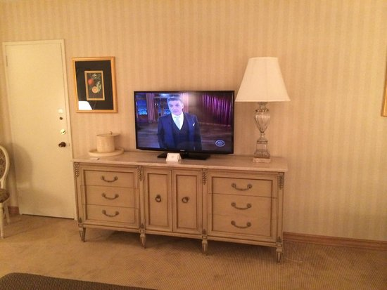 Park Lane Hotel: TV in Junior Suite