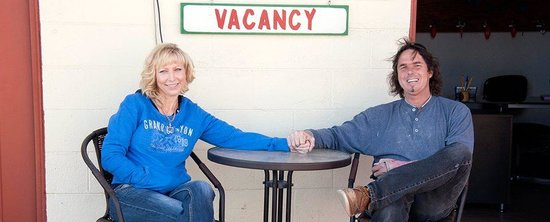 Red Rock Motel: Owners Brady & Pamela Budd