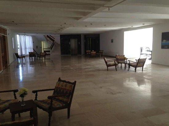 Irinna Hotel: Landing