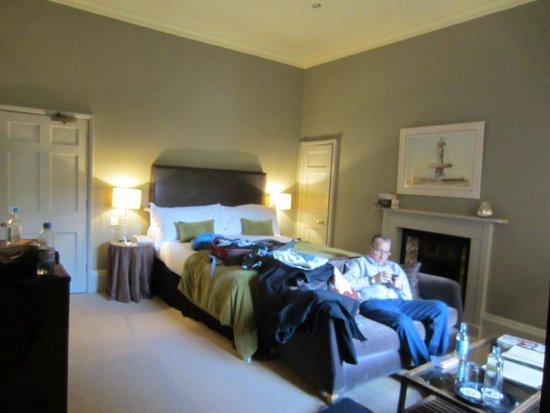Queensberry Hotel: Room view, very elegant
