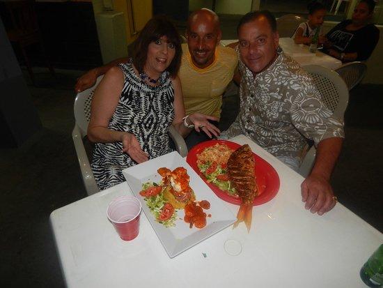 El Nuevo Acuario: Mufungo lobster shrimp Leonardo and Fran and Anthony