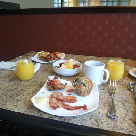 Tarrytown House Estate on the Hudson : Breakfast at Biddle House