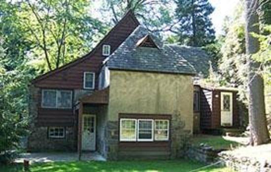 Clinton Inn: Tutor Stone House