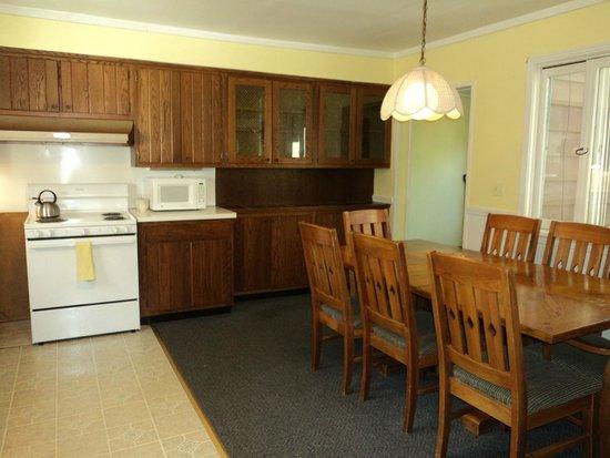Clinton Inn: Tutor House Kitchen
