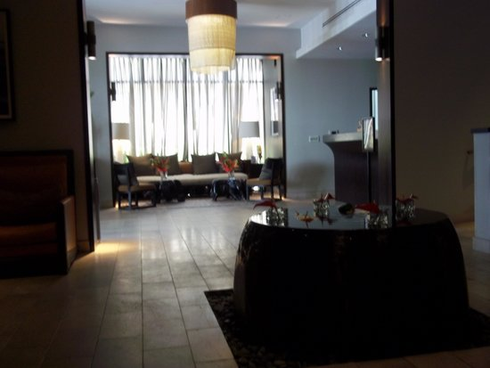 Hotel Renew: Lobby Area