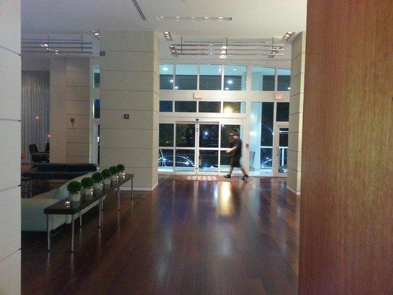 Sonesta Coconut Grove Miami: Part of the spacious lobby