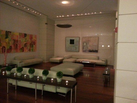 Sonesta Coconut Grove Miami: Modern style at Sonesta lobby.