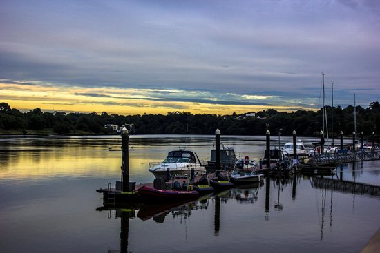 Waterford Marina Hotel: sunset view from bar area