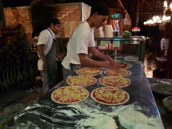 El wagon: Pizzas prepped before the Oven