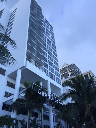 Grand Beach Hotel: Front view