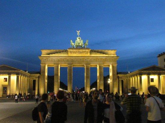 Puerta de Brandenburgo: Portão de Brandemburgo a noite