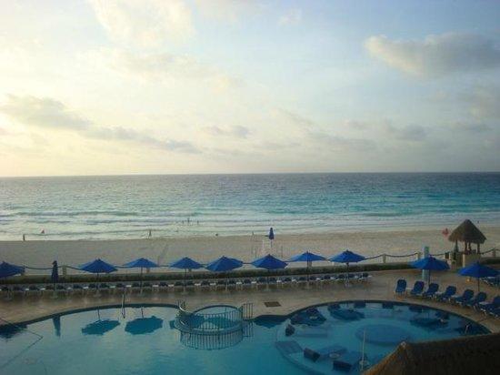 Occidental Tucancun: Vista al amanecer.