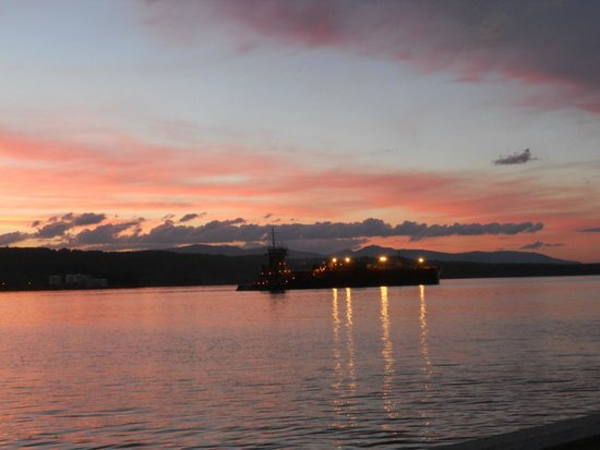 The Rhinecliff: Sunset view of the river...tug pushing oil lighter