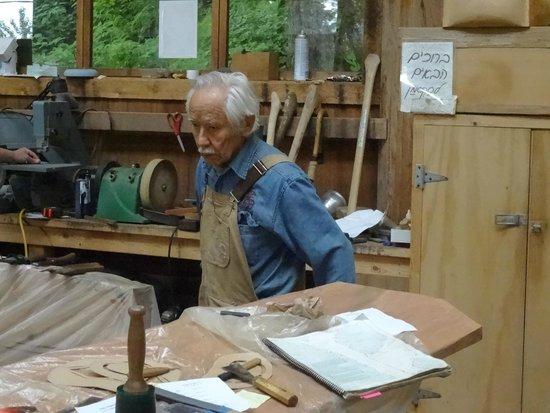Saxman Native Village : The older master carver