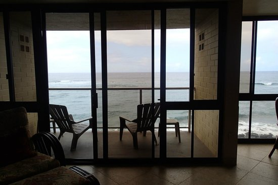Kuhio Shores Condos : View from family room to lanai