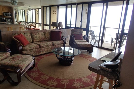 Kuhio Shores Condos : Family Room