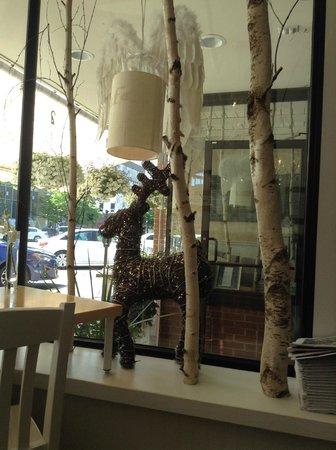 Leonhard's Cafe & Restaurant: Window Display