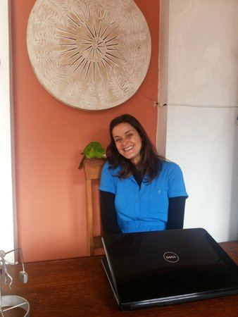 Pousada Villa Bizuca: Erica, the manager and her bird