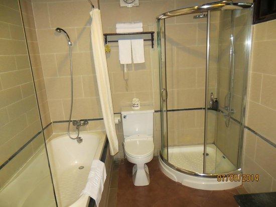 Hoi An Beach Resort: Bathroom