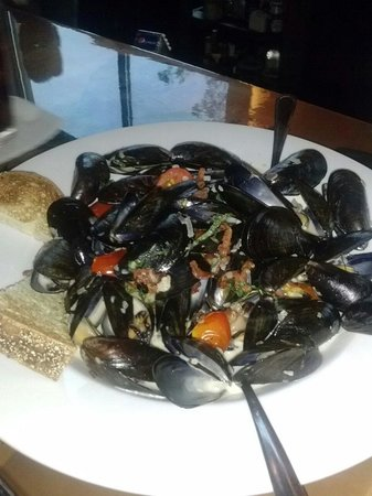 3rd & Ferry Fish Market: Mussels