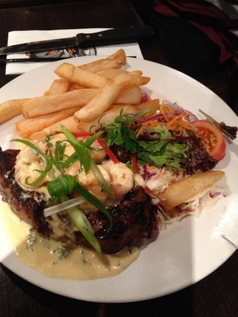 Outback Jack Bar and Grill: Steak with prawns (add-on) and salad and potato