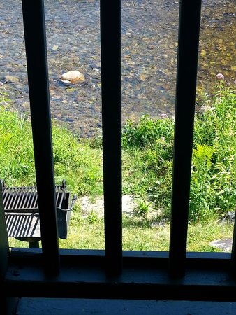Hillwinds Lodge: River view from room