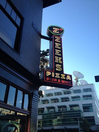 Zeek's Pizza: Zeeks in downtown Seattle
