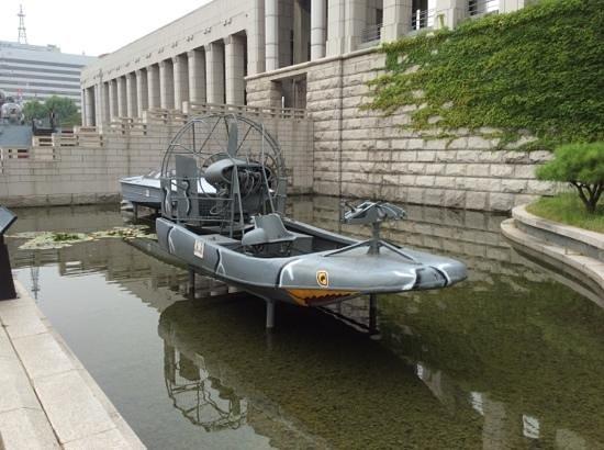The War Memorial of Korea : motor boat!