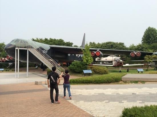 The War Memorial of Korea : b52