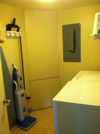 Marriott's Imperial Palms Villas: laundry room