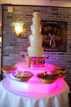 Peking Tang: Chocolate fountain