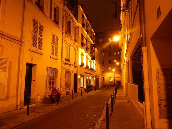 Eiffel Rive Gauche : Nighttime walk back to the hotel