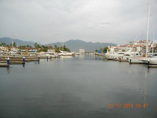CasaMagna Marriott Puerto Vallarta Resort & Spa: En la Marina, a dos cuadras del hotel