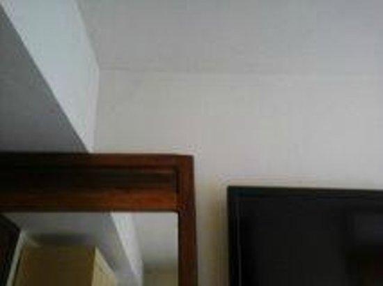 Pousada Fragata : Excesso de armarios particulares e trancados nos quartos...