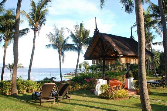 Shangri-La's Mactan Resort & Spa: Massage cabbana