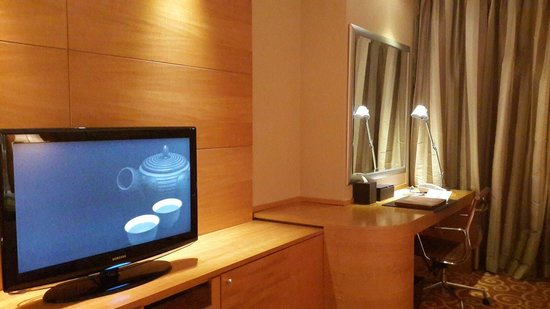 JW Marriott Hotel Medan: TV and work desk