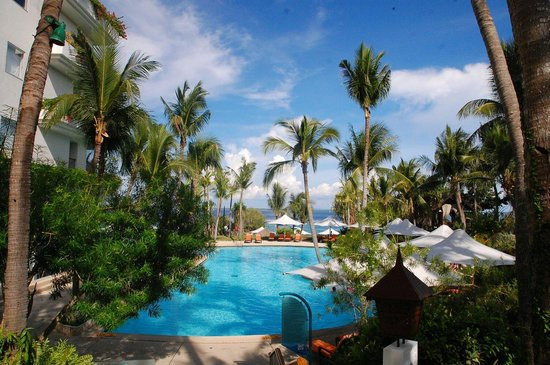 Shangri-La's Mactan Resort & Spa: One of the many pools