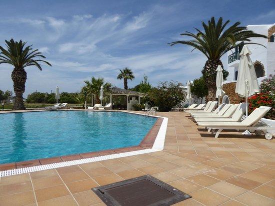 Galaxy Hotel : Galaxy Naxos pool area