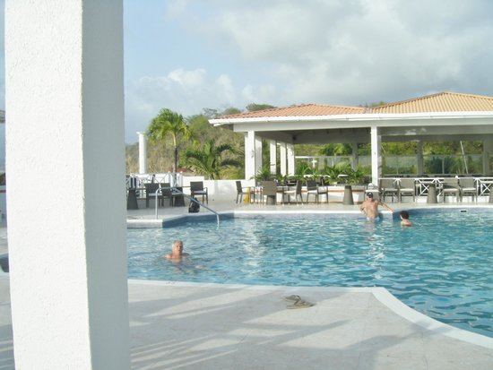 Grenadian by Rex Resorts : Stunning elevated pool area