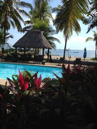 Aquarius On The Beach: Pool and beach area