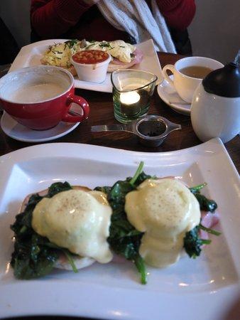 Greenwoods Singel: Eggs Florentine