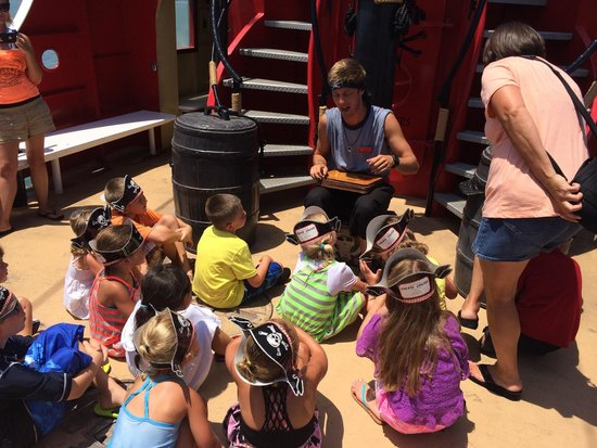 Captain Memo's Pirate Cruise: Story time. Kids were all into it!