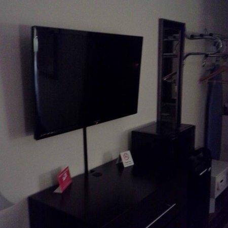 Red Roof Inn Fort Myers : Flatscreen TV