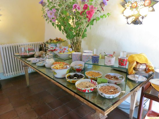 Villa Le Barone : Breakfast buffet- fruits, cheeses, cereals etc