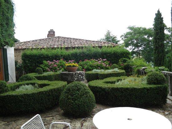 Villa Le Barone: one of the gardens