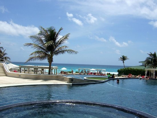 Sandos Cancun Luxury Resort: View from pool
