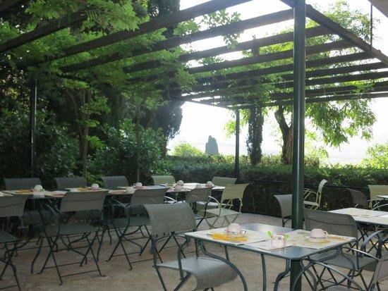 Villa Le Barone: Outdoor dining patio